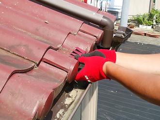 破損したセキスイかわらをガルバリウム鋼板で補修