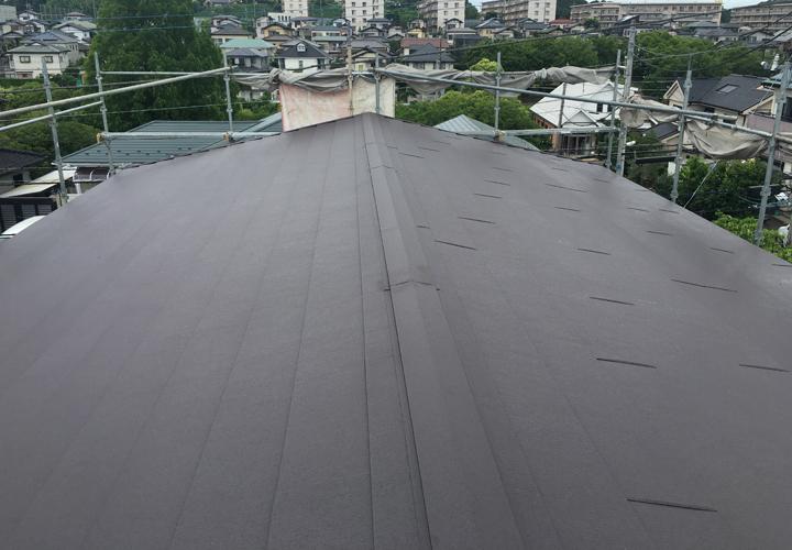 スーパーガルテクトを用いた屋根カバー工事が竣工