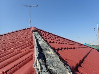 令和元年房総半島台風によってモニエル瓦屋根の棟瓦が被災していました