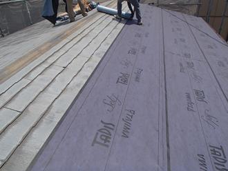 屋根カバー工事 ルーフィング材敷設