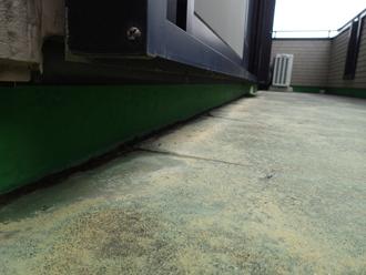 ベランダ床の色褪せと変色