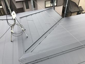 谷樋が傷んだ場合、屋根リフォーム工事の選択肢もあります