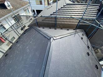 棟板金の下地材に樹脂製貫板のタフモックを使用