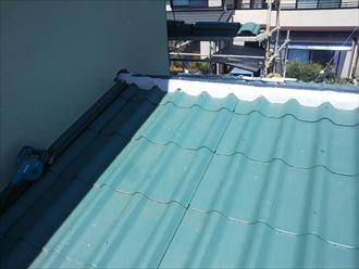 棟取り直し工事にて下屋根の棟の土台をシルガードで造ります