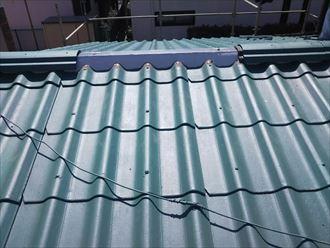 棟取り直し工事にて既存の棟瓦を再利用し設置していきます