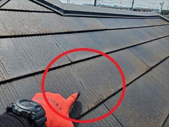 スレート屋根調査にてひび割れを発見