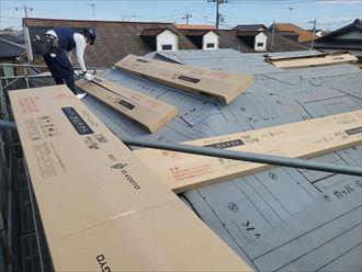 屋根葺き替え工事にてスーパーガルテクトを使用