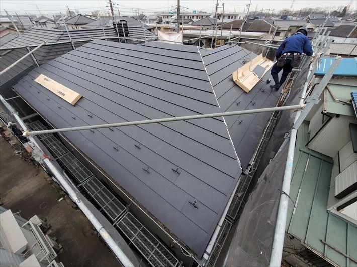 屋根葺き替え工事にてスーパーガルテクトを設置完了