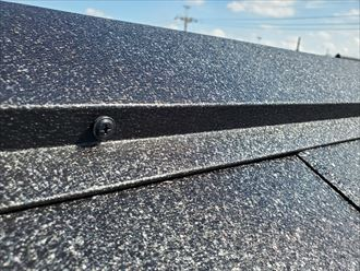 屋根葺き替え工事にて棟板金をSUSビスで固定