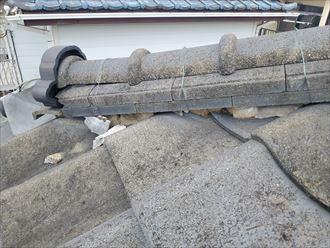 鬼瓦廻りの漆喰が剥がれてしまうと鬼瓦が落下する危険性があります