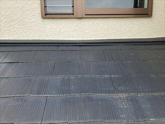 スレート屋根の下屋根に苔が発生