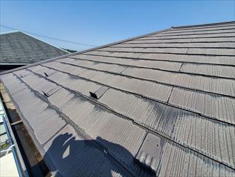 塗装が劣化したスレート屋根の調査