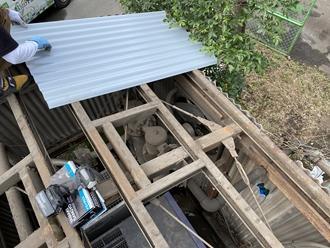 大波金属屋根葺き