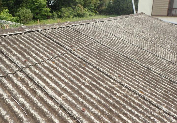 雨漏りが発生した波板スレート屋根