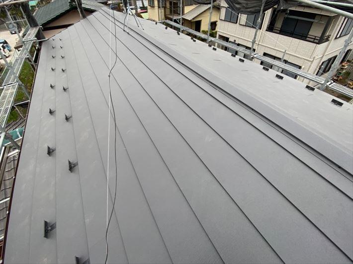 スーパーガルテクトを使用した屋根葺き替え工事が完了
