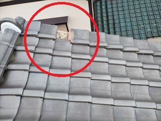 強風の影響により袖瓦が落下