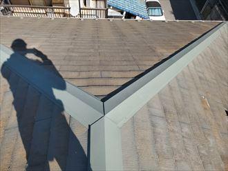 防水性が低下したスレート屋根調査の様子