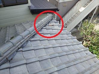 下屋根の瓦が割れてしまいました