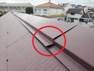 棟板金の釘が抜けていますので飛散に繋がります