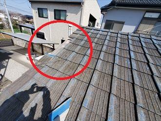 瓦屋根の袖瓦が落下