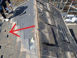 屋根材を上から順に撤去します
