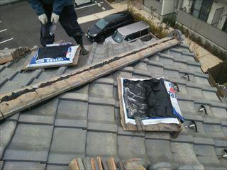 棟取り直し工事にてのし瓦を積みます