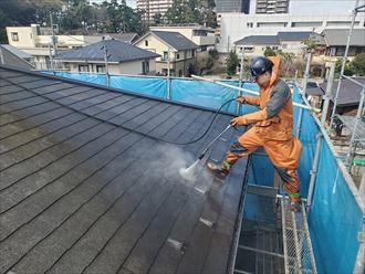 屋根塗装工事にて高圧洗浄
