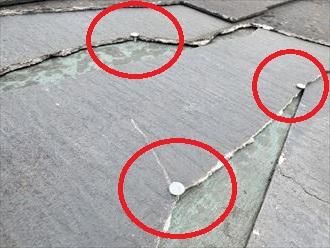 スレートが飛散し釘が露出すると雨漏りに繋がります