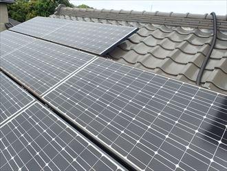 ソーラーパネルが乗った瓦屋根