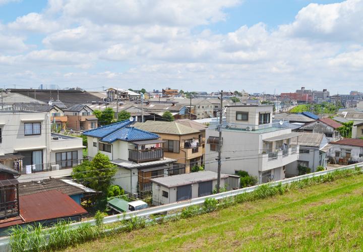 屋根の葺き替えやカバー工事をご検討中の方へ。人気のある屋根材をランキング形式でご紹介!