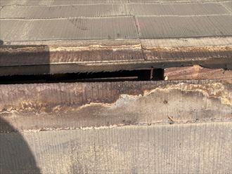 貫板が腐食や劣化を引き起こすと棟板金が飛散するリスクが高まります