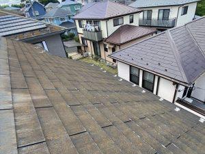 コロニアル材の劣化が進んでいますので屋根葺き替え工事をご提案しました