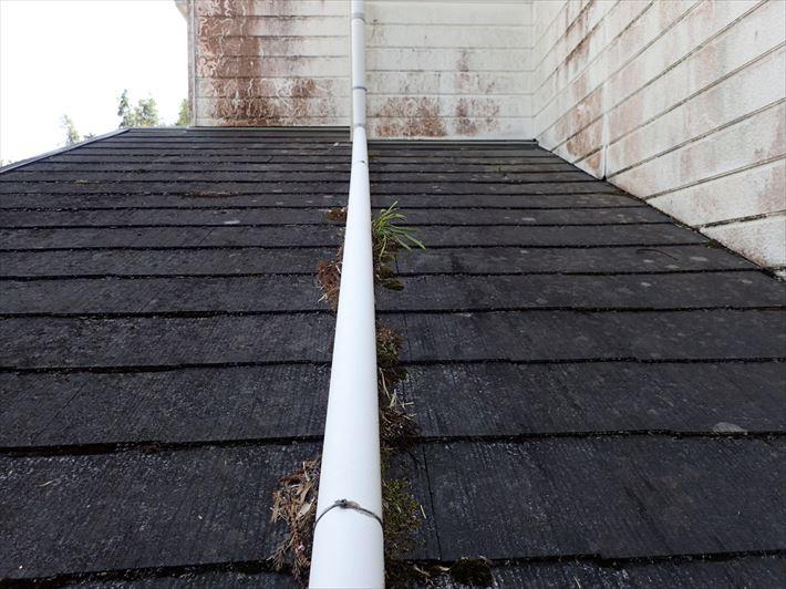 防水性が低下したスレート屋根の調査