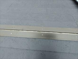 屋根カバー工事にて棟板金の下地材にタフモックを使用