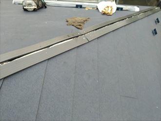 棟板金の下地材のタフモックを設置