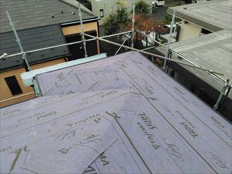 屋根カバー工事にてルーフィング敷設