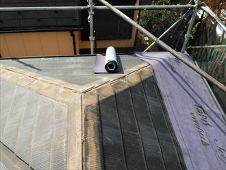 屋根カバー工事にてルーフィング敷設の様子