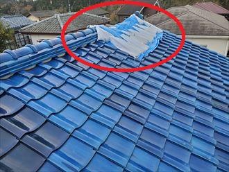 強風の影響により棟が崩れてしまいました