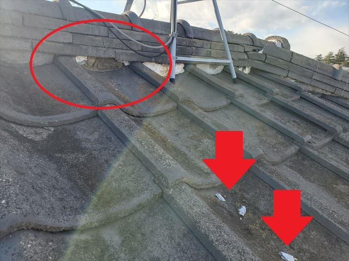 棟の漆喰が剥がれてしまうと雨樋の詰まりや雨漏りに繋がります
