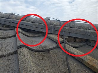 棟の漆喰が剥がれると雨漏りの原因になります