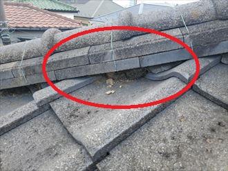 棟の漆喰が剥がれると雨漏りに繋がります