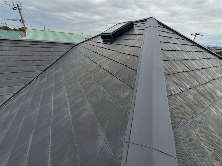 塗膜が晴れて防水性が低下しているスレート屋根