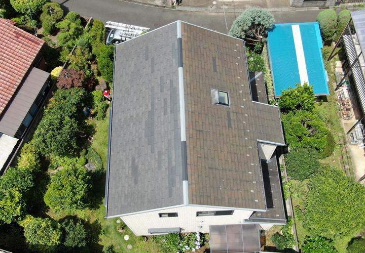 ドローンを用いてレサスの屋根を調査