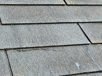 レサスの屋根にはひび割れや欠けている様子が見受けられました