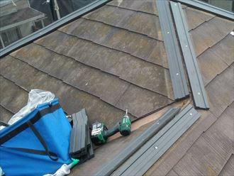 棟板金交換工事にて樹脂製貫板を設置