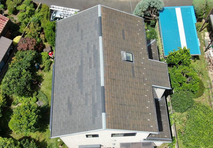 藻が発生したスレート屋根