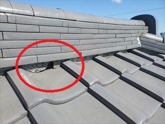 雨漏りに繋がる瓦屋根の棟のモルタルの剥がれ