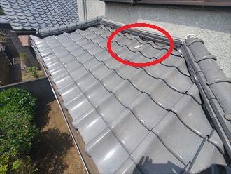 下屋根の漆喰の剥がれ