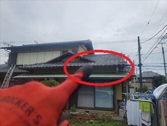 リビングの天井から雨漏りが発生しているので瓦屋根を調査