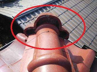 鬼瓦廻りの漆喰の剥がれは鬼瓦の落下に繋がります